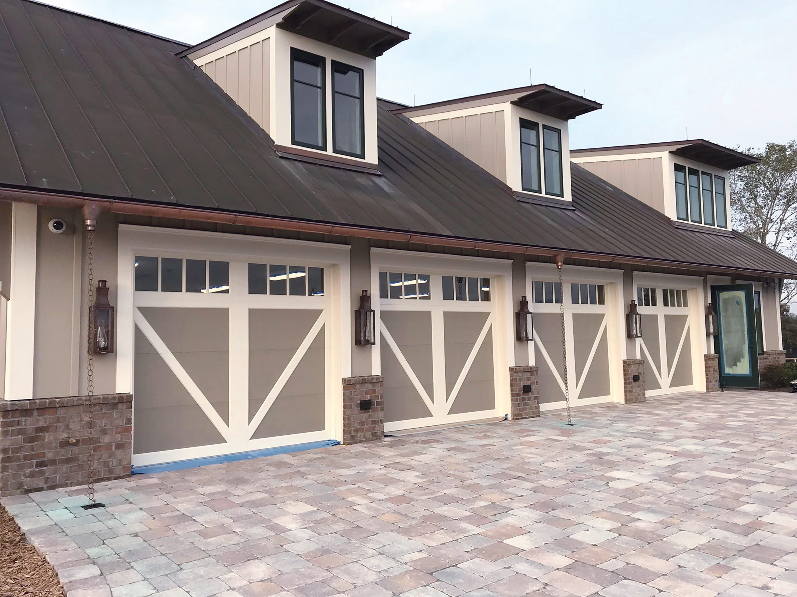 Carriage House with Overlay Panel